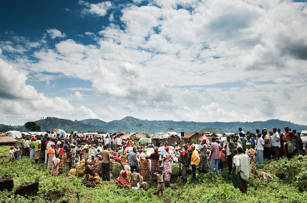 In a displaced people camp, a catholic community came from Kitchanga to celebrate a mass.