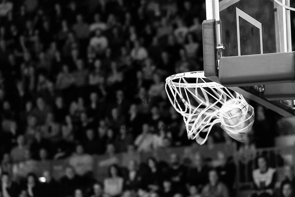 Caserta &egrave; l&rsquo;unica citt&agrave; del sud a vantare un titolo nella pallacanestro agli inizi degli anni 90, al tempo Phonola Caserta, oggi Pasta Reggia Caserta. Dopo essere praticamente scomparsa alla fine degli anni 90 &egrave; ricomparsa nel 2003 iscrivendosi in serie B e nel 2008 &egrave; tornata in serie A.<br /> Dopo cinque sconfitte consecutive la Pasta Reggio di Caserta vince a Reggio Emilia un incontro intenso e vibrante al termine del tempo supplementare. A 30&rdquo; dalla fine era sotto di tre punti, Prima Putney fa un canestro da 3 punti e poi a 2&rdquo; il nuovo arrivato Diawara segna il punto della vittoria.