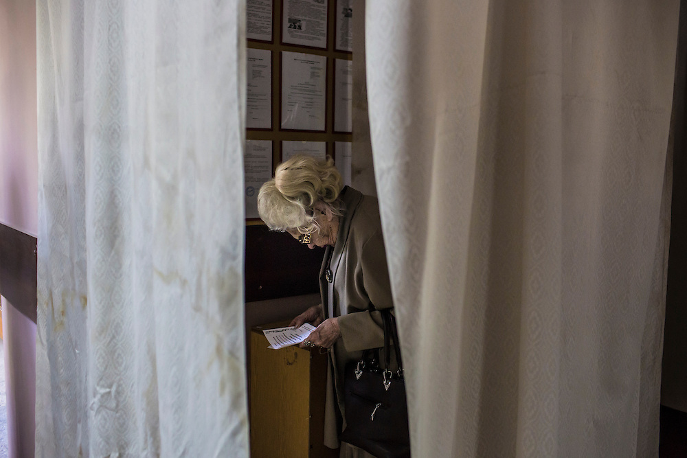 MARIUPOL, UKRAINE - MAY 11: A woman casts her ballot at a polling station on May 11, 2014 in Mariupol, Ukraine. A referendum on greater autonomy is being held after pro-Russian activists took over at least ten cities in the eastern part of the country. (Photo by Brendan Hoffman/Getty Images) *** Local Caption ***