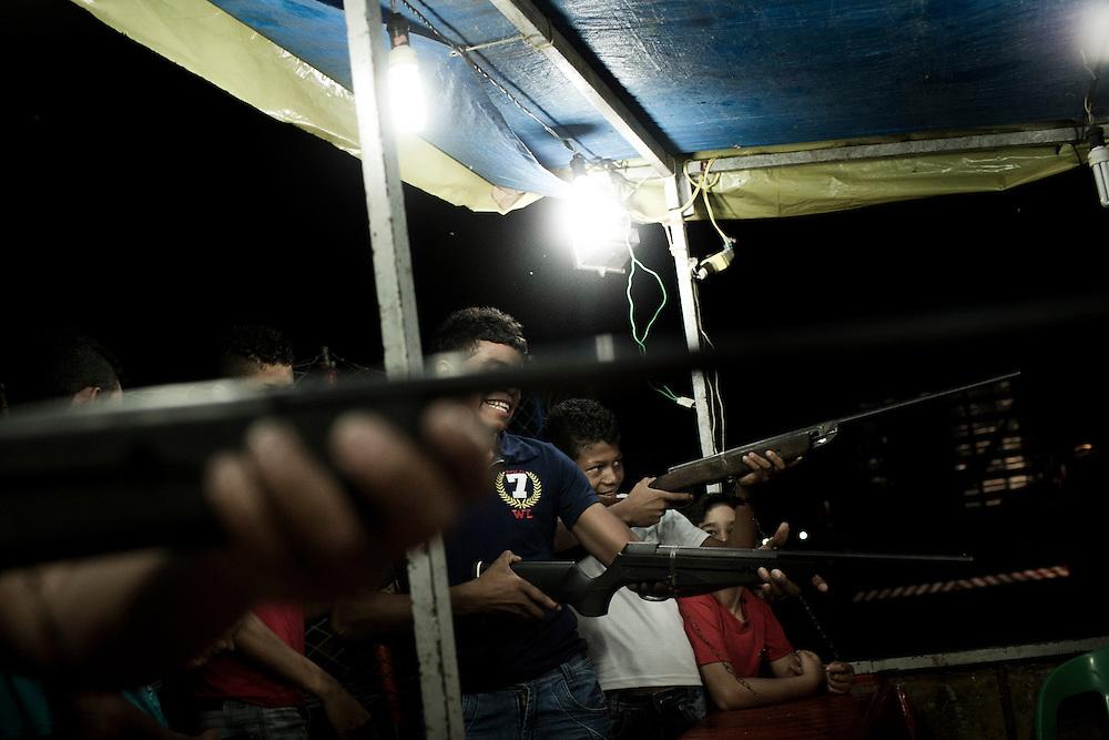 Junco do Maranhao, Brazil, June 26 of 2013:  Bolsa Familia em Junco do Maranhao. Jovens brincam com espingardas de pressão em festa junina da cidade. (photo: Caio Guatelli)