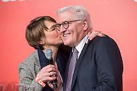 11 FEB 2017, BERLIN/GERMANY:<br /> Elke Buedenbender (L), Ehefrau von Steinmeier, und Frank-Walter Steinmeier (R), SPD, Kandidat fuer das Amt des Bundespraesidenten, waehrend einem Empfang der SPD anl. der Bundesversammlung, Westhafen Event und Convention Center<br />  IMAGE: 20170211-03-054<br /> KWYWORDS: Elke B&uuml;denbender, Kuss, k&uuml;sschen, Kuesschen