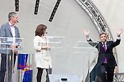 Sybrand Buma komt het podium op. In Utrecht vindt tijdens de introductiedagen het eerste lijsttrekkersdebat plaats voor de Tweede Kamerverkiezingen. Diederik Samsom (PvdA), Alexander Pechtold (D'66), Arie Slob (ChristenUnie), Jolande Sap (GroenLinks) en Sybrand Buma (CDA) discussieerden vooral over de zaken die studenten aangaan. Pechtold en Samsom wonnen samen het debat.<br /> <br /> Sybrand Buma enters the stage. At the introduction days for the Utrecht University freshmen, political leaders are debating for the first time to start the campaign for the elections of the Dutch parliament. Diederik Samsom (PvdA), Alexander Pechtold (D'66), Arie Slob (ChristenUnie), Jolande Sap (GroenLinks) and Sybrand van Haersma Buma (CDA) are debating mainly on issues concerning education. Samsom and Pechtold won this debate equally.