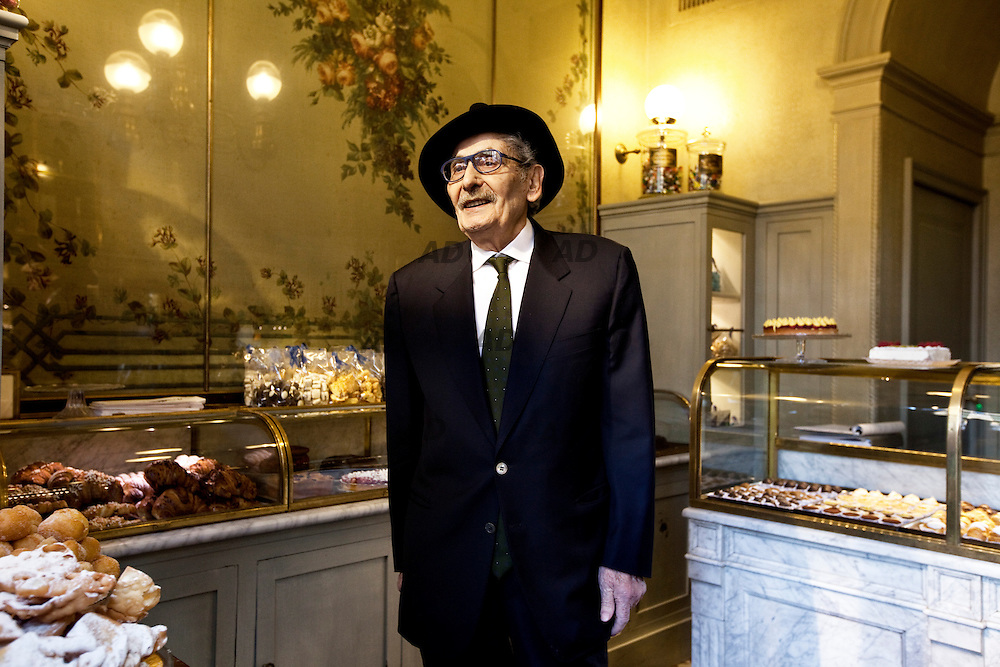 Giacomo Bulleri photographed in his bakery shop. Taking inspiration from the old Italian shops and with a glance in the direction of Parisian boulangeries, architects Roberto Peregalli and Laura Sartori Rimini created this little shop featuring mid-19th century flower paintings on the walls and ceiling.