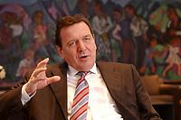 09 JAN 2002, BERLIN/GERMANY:<br /> Gerhard Schroeder, SPD, Bundeskanzler, waehrend einem Interiew, in seinem Buero, Bundeskanzleramt<br /> Gerhard Schroeder, SPD, Federal Chancellor of Germany, during an interview, in his office<br /> IMAGE: 20020109-02-023<br /> KEYWORDS: Gerhard Schr&ouml;der