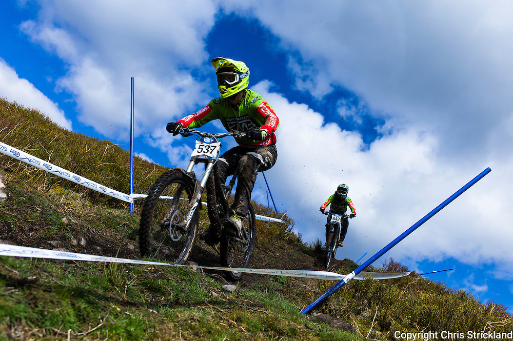 Ae Forest, Dumfries, Scotland, UK. 25th April 2015. Downhill Mountain Bikers Jason Shill (537) & Adam Suddaby both of Keswick Bikes take on the 7Stanes course at Ae during the Scottish Downhill Association racing.