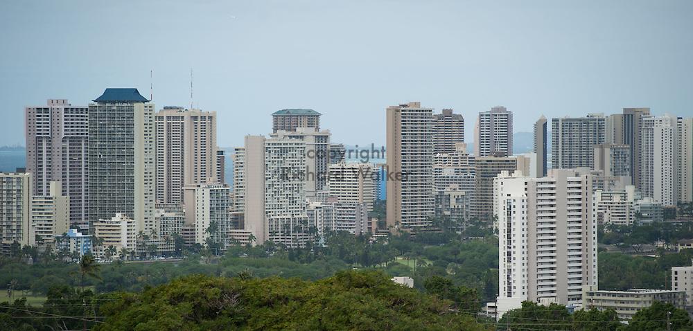 2014 January 25 - Honolulu and Waikiki as seen from Kaimuki, Honolulu, HI, USA. By Richard Walker
