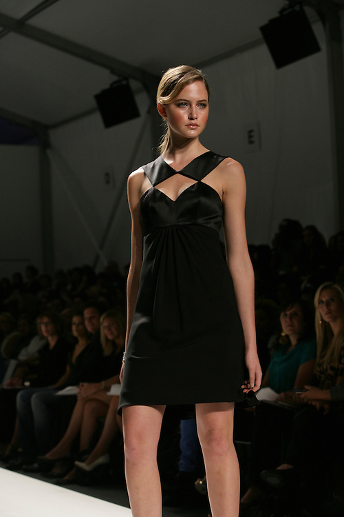 Pamella Roland<br />