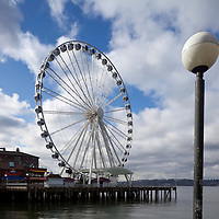 WA09581-00...WASHINGTON - The Great Wheel alomg the Seattle water front.
