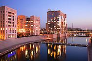 France, Languedoc Roussillon, Hérault, Montpellier, quartier Antigone,  Bassin du Port Juvénal et l'Hotel de Région