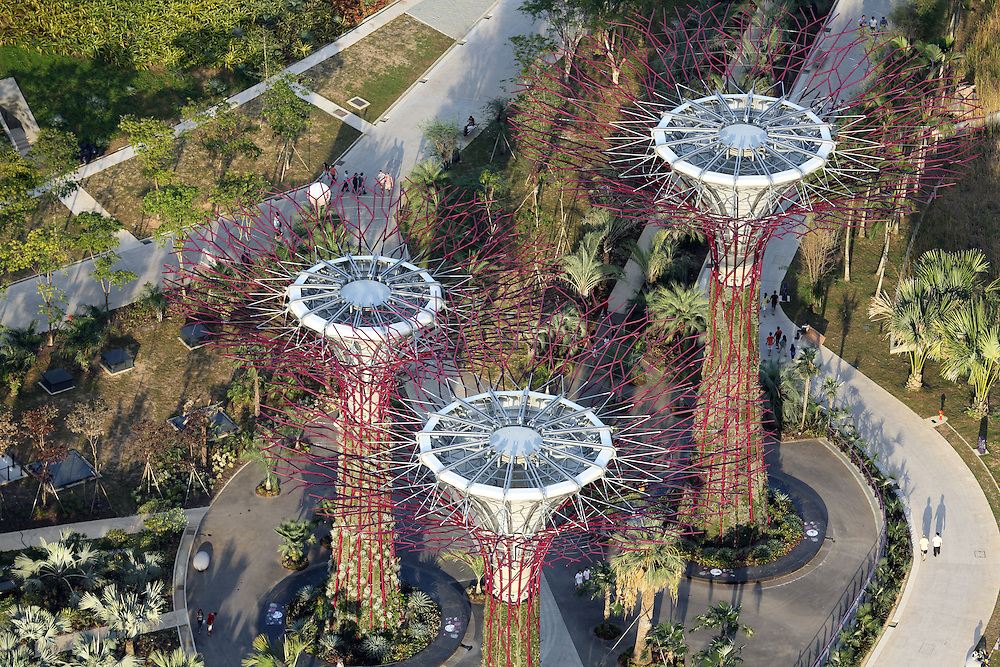 how to get to gardens by the bay by train