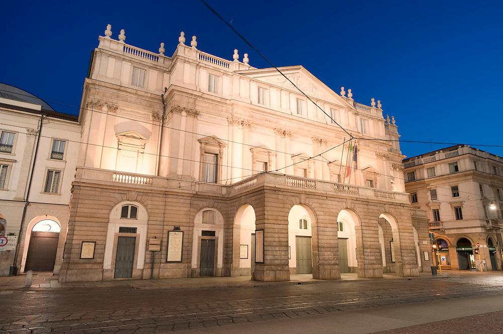Europe, Italy, Lombardy, Milan, Night, beautiful, color, Scala, Permarini, Mario Botta