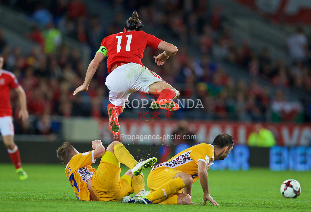 CARDIFF, WALES - Monday, September 5, 2016: Moldova's Andrei Cojocari [L] and Alexandru Gațcan [R] tackle Wales' Gareth Bale during the 2018 FIFA World Cup Qualifying Group D match at the Cardiff City Stadium. (Pic by David Rawcliffe/Propaganda)