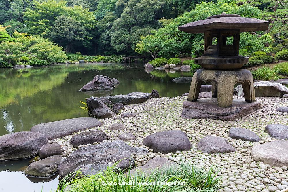 Kyu Furukawa Garden was originally the domain of Mutsu Munemitsu. but later became the property of the Furukawa family.  Ogawa Jihei sometimes known as Niwashi Ueji designed the garden renowned for its beauty. The Furukawa garden is regarded as an example of Japanese gardens of the Taisho Period.