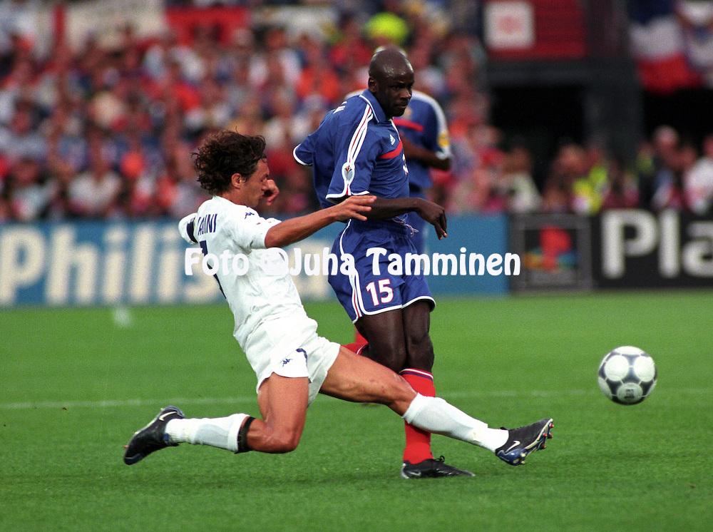 UEFA European Championship 2000.Rotterdam, Final Italy v France.Liliam Thuram (France) v Paolo Maldini (Italy).©Juha Tamminen