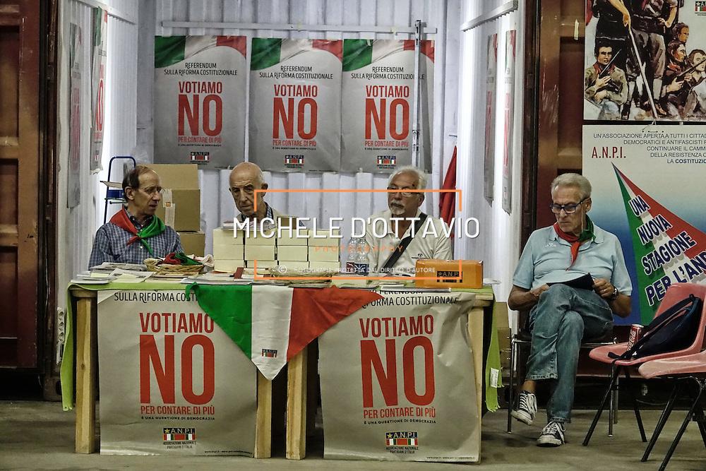Stand dell'ANPI per il NO al Referendum costituzionala,  Festa FIOM TORINO 2016  presso lo spazio MRF – capannone ex DAI Mirafiori. Torino 8 settembre 2016