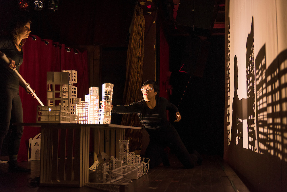 MERE PHANTOMS<br /> GARDEN OF EARTHLY DELIGHTS, LA SALA ROSSA, Dimanche 18 octobre 2015. Mere Phantoms est form&eacute; de Maya Ersan, originaire d&rsquo;Istanbul, et de Jaimie Robson, originaire de Colombie-Britannique. Avec la participation de l&rsquo;artiste visuelle Jenny San Martin et de la danseuse Katherine Ng.