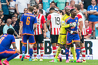 EINDHOVEN - PSV - Feyenoord , Voetbal , Seizoen 2015/2016 , Eredivisie , Philips Stadion , 30-08-2015 , Keeper van Feyenoord Kenneth Vermeer (2e r) moet Speler van Feyenoord Eljero Elia (r) weg houden bij de Scheidsrechter
