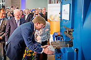 21-5-2015 - UTRECHT -King Willem-Alexander at the ceremonial minting of the special 2 euro coin double portrait of King Willem-Alexander and Princess Beatrix at the Royal Mint in Utrecht, The Netherlands, 21 May 2014.   COPYRIGHT ROBIN UTRECHT