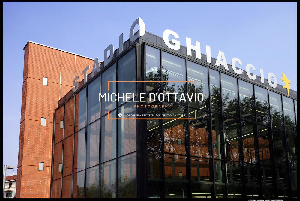Torino architettura olimpica..Stadio del Ghiaccio in corso Tazzoli..