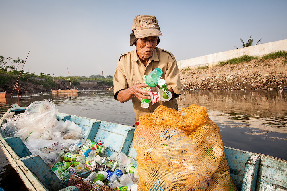 Pak Ahya (52) gathers plastic bottles and scraps that he found floating on the Citarum River. Citeureup Village, Kabupaten Bandung...Credit: Andri Tambunan for Greenpeace