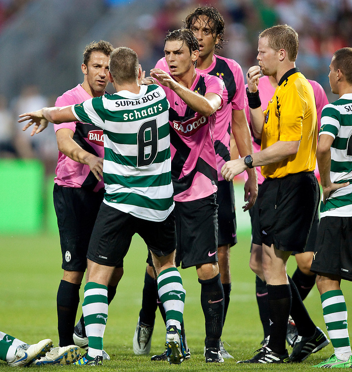 -20110723- Toronto, Ontario,Canada--<br /> Tempers flare near the end of the match between Juventus F.C. and Sporting Clube de Portugal in a friendly, part of the Herbalife World Football Challenge, at BMO field in Toronto, Ontario, July 23, 2011.<br /> AFP PHOTO/Geoff Robins
