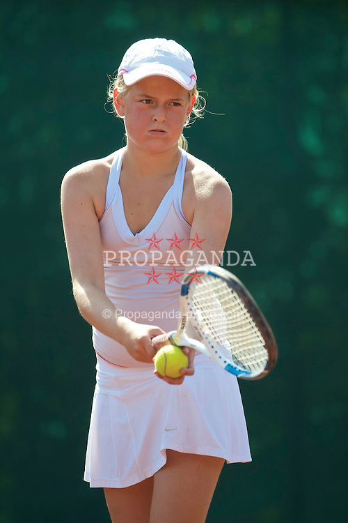ASKER, NORWAY - Wednesday, August 5, 2009: Sophie Simensen of HTK during the Landsturnering Tennis Tournament Under 12's at the Asker Tennisklubb. (Pic by David Rawcliffe/Propaganda)