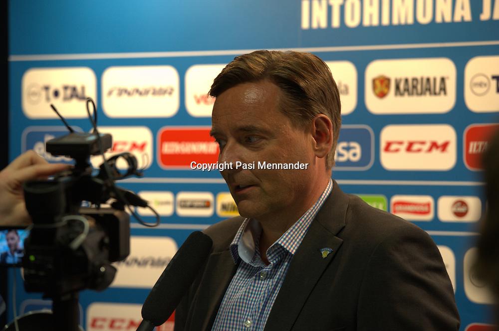 JŠŠkiekkoliiton Leijona-lounas Niemi CenterissŠ 09122013. Tilaisuudessa julkistettiin A-maajoukkue, naisten maajoukkue, alle 20-vuotiaiden MM-leiriryhmŠ ja alle 16-vuotiaiden maajoukkue.