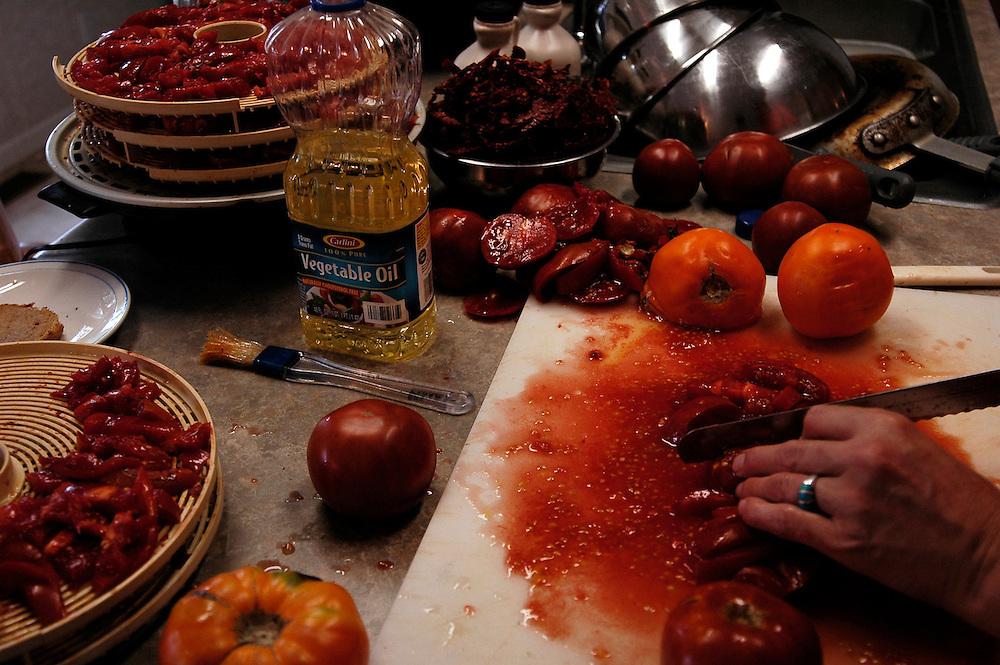 DANJO Farms, les Nelson cultivent trente-cinq variétés de tomates. Elles sont vendues fraîches, séchées ou en conserve.