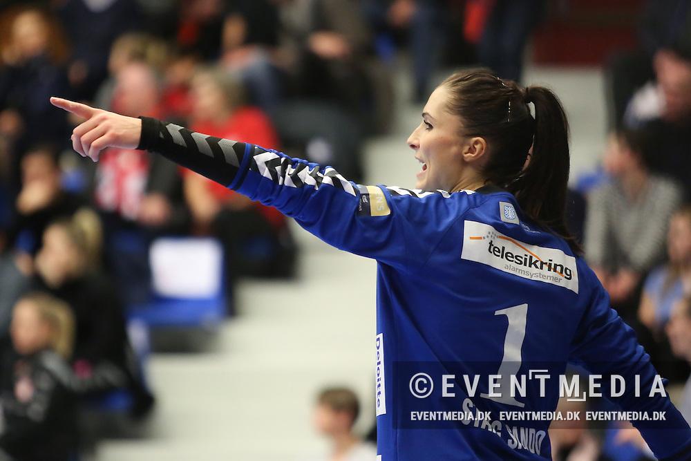 Emily Stang Sando (#1), Team Esbjerg. EHF Champions League Main Round group match between Team Esbjerg and Györi Audi ETO KC in Blue Water Dokken, Esbjerg, Danmark, 5.02.2017. Photo Credit: Allan Jensen/EVENTMEDIA.