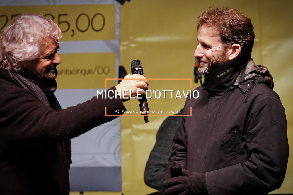 Beppe Grillo e Davide Casaleggio in piazza San Carlo a Torino, nel corso della manifestazione di chiusura della campagna elettorale del M5S per il Referendum Costituzionale. 2 dicembre 2016
