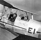1961 - Weston Aerodrome, Lady Flyers..25.05.1961 B842-623.