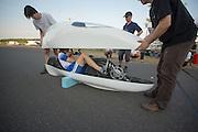 Op de Dekrabaan in Schipkau stapt Ellen van Vugt in de VeloXs voor haar uurrecordpoging. Ze haalde uiteindelijk het record niet door warmte en een klein gebrek aan de fiets. Met deze VeloXs wil ze in september ook het sprintrecord verbeteren in Battle Mountain tijdens de World Human Power Speed Challenge. <br /> <br /> At the Dekra track in Schipkau Ellen van Vugt gets in her VeloXs for an attempt to set a new hour record. Due to heat at the start of the race and a technical issue, the attempt fails. With the VeloX2 Van Vught also wants to set a new sprint record during the World Human Power Speed Challenge.