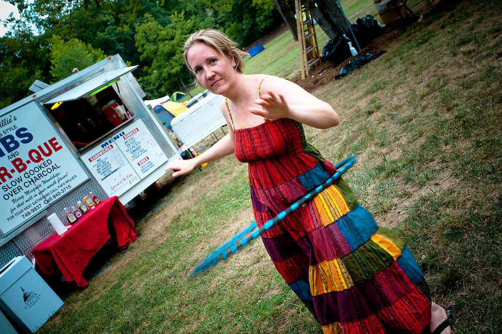 Stacey demonstrating Victorian hula stylie.