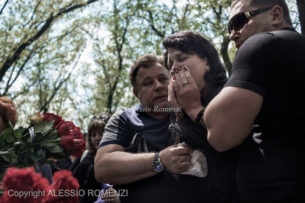 Ukraine, Donetsk: Mark Zverev's wife reacts over the body of her husband on May 29, 2014.<br /> Zverev was a taxi driver who has been killed during clashes between pro-Russia supporters and Ukrainian army at Donetsk airport. ALESSIO ROMENZI