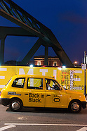 GB075A London Mellow Yellow. Londres voit jaune