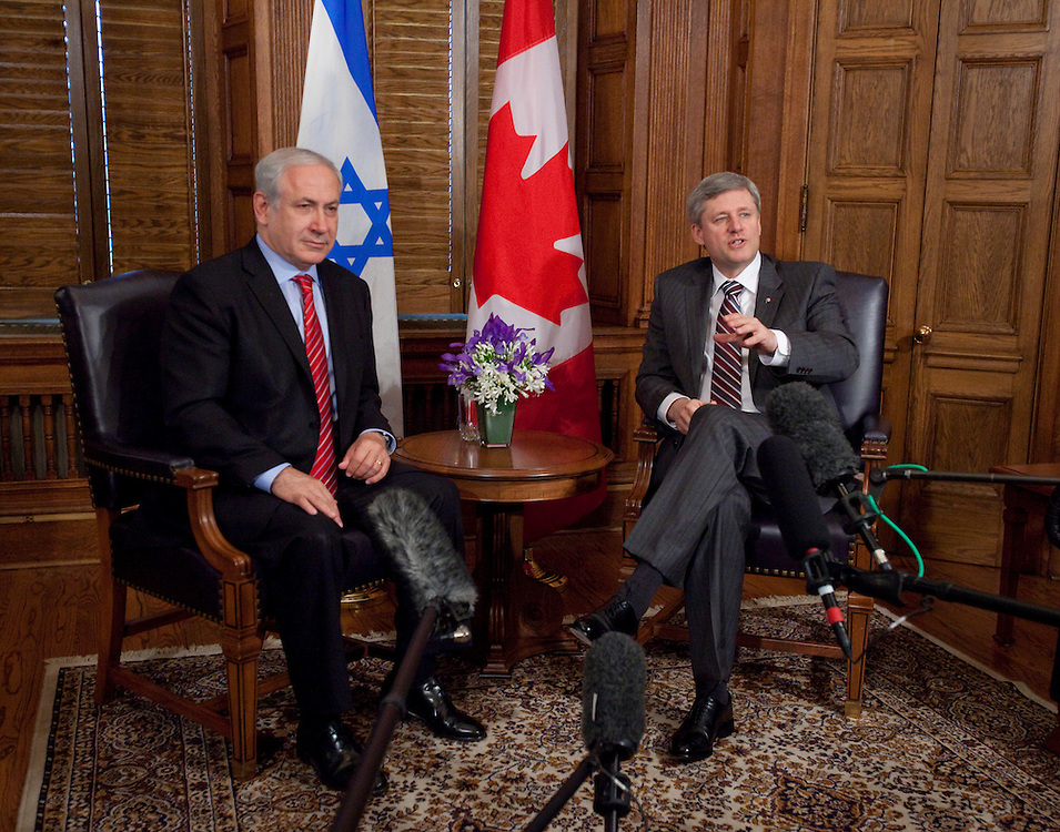 Canadian Prime Minister Stephen Harper speaks to reporters as he and Israeli Prime Minister Benjamin Netanyahu make a statement on the sinking of a humanitarian vessel by the Israeli navy during a photo opportunity with on Parliament Hill in Ottawa, May 31, 2010.  Netanyahu is cutting short his visit to return to Israel to deal with the crisis.<br /> AFP/GEOFF ROBINS/STR
