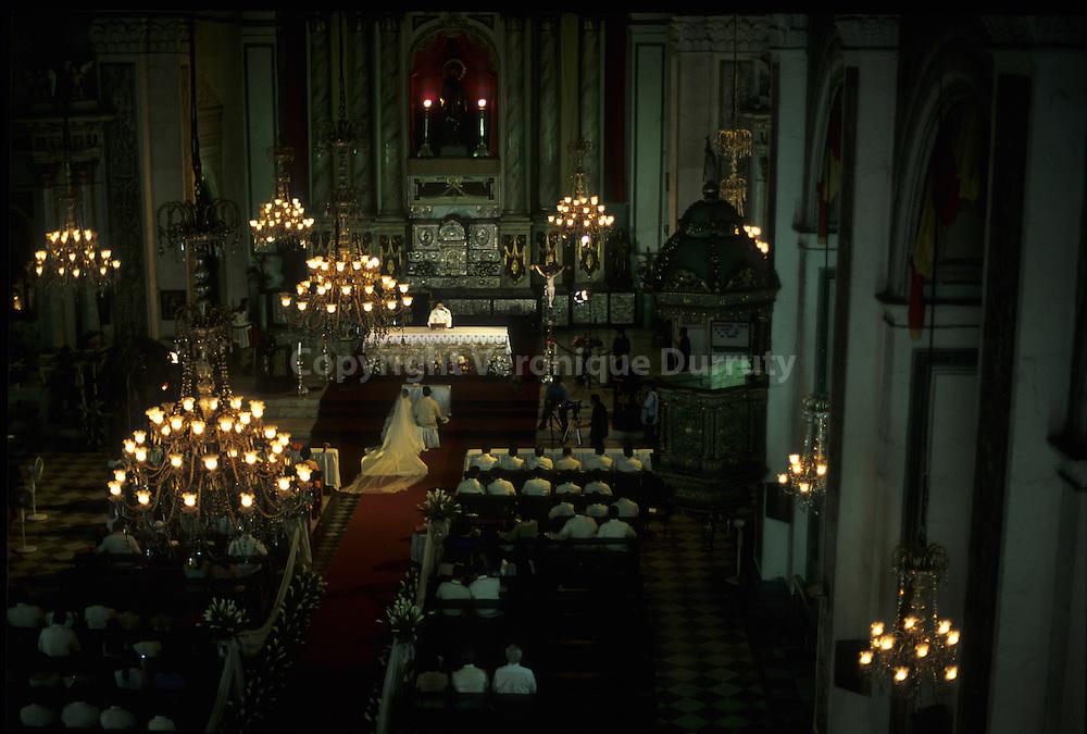 L'eglise de San Agustin est l'une des eglises les plus anciennes de Manille. L'eglise a ete construite en 1587 - 1604 dans le quartier ancien de Intramuros  Constructed between 1587 and 1604, San Agustin Church is one of the oldest church of Manilla, in Intramuros.