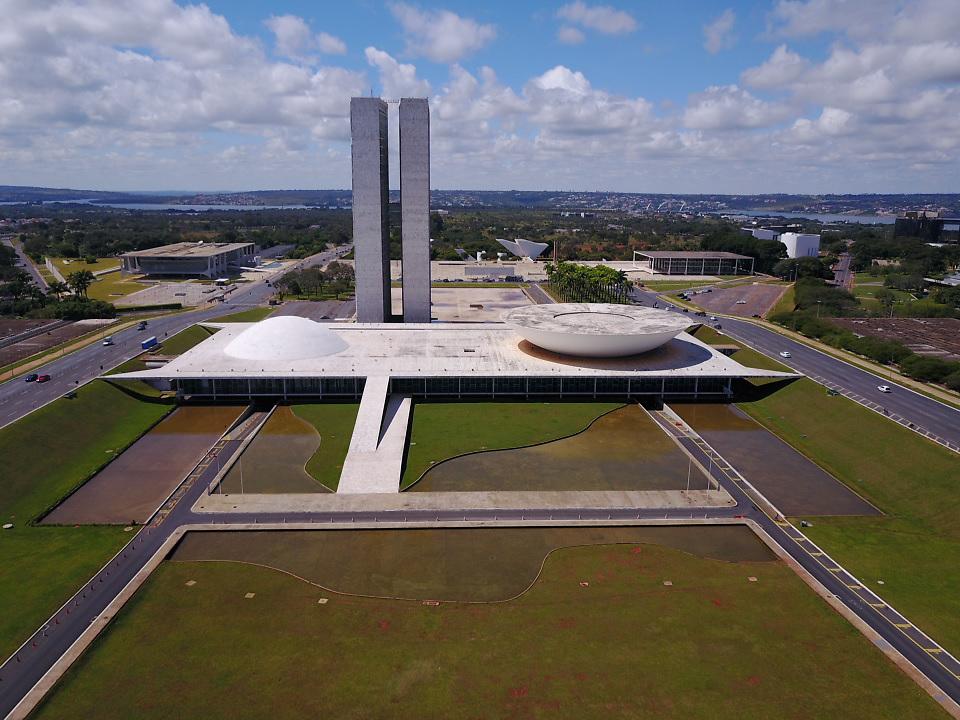 BRASILIA, Brasil - April 29 of 2017: Congresso Nacional, Ministérios, Plácio do Planalto, STF, Museu Nacional e Catedral de Brasília no Plano Piloto. photo: Caio Guatelli)