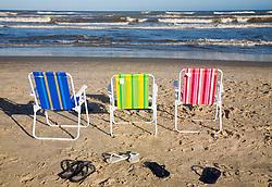 Dia de sol e descanco na praia./.Nice day at the beach