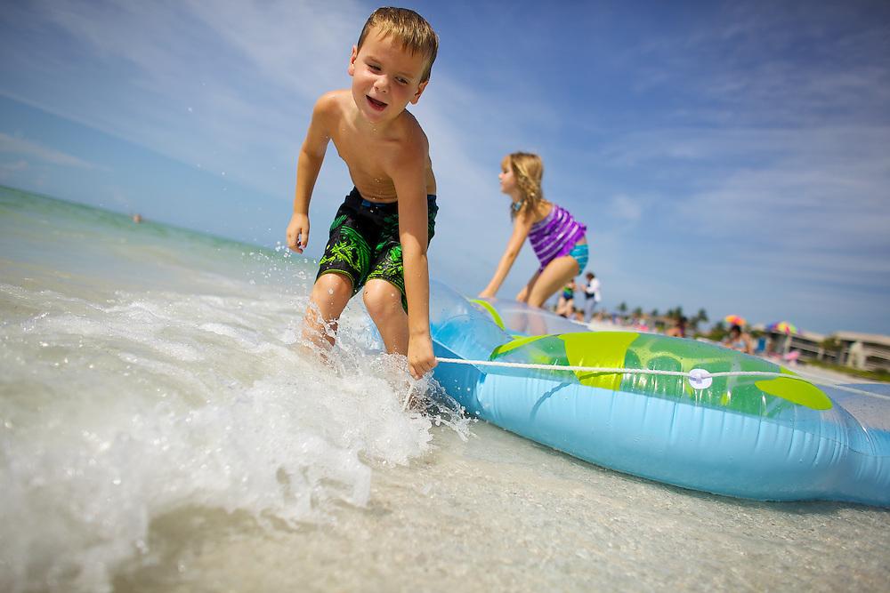 Resort Tourists on Sanibel Beach, Florida.<br /> Photo by Brian Tietz