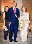 5-8-2015 PALMA DE MALLORCA  Spanish Queen Letizia, King Felipe VI and Queen Sof&iacute;a of Spain pose for the media as they arrive for a recepcion held around four hundred representatives of Bareales society at the Almudaina Palace in Palma de Mallorca, Baleares Islands, eastern Spain COPYRIGHT ROBIN UTRECHT<br /> 2015/05/08 PALMA DE MALLORCA Spaanse koningin Letizia, Koning Felipe VI en koningin Sofia van Spanje poseren voor de media als ze aankomen voor een recepcion gehouden rond vierhonderd vertegenwoordigers van Bareales samenleving in het Almudaina Palace in Palma de Mallorca, Balearen, oosten van Spanje COPYRIGHT ROBIN UTRECHT
