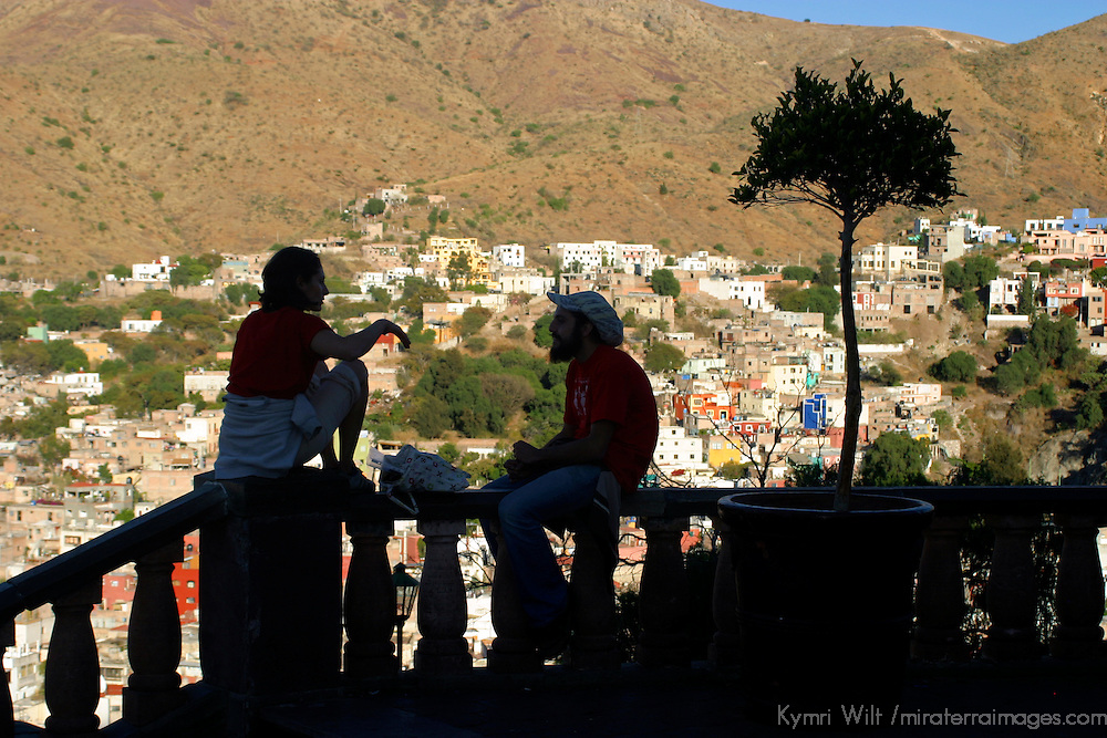 Americas, Mexico, Guanajuato. A couple silhouetted against the backdrop of romantic Guanajuato, A UNESCO World Heritage Site.