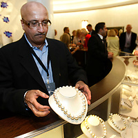 A clerk displays a $671,000 Australian pearl necklace at the Berkshire Hathaway shareholder's reception at the Borsheim's jewelry store in Omaha, Nebraska April 29, 2011. The necklace has 17mm x 18.8mm pearls and was brought into the Berkshire Hathaway owned store just for the event. The Berkshire Hathaway annual meeting takes place in Omaha April 30, 2011.  REUTERS/Rick Wilking  (UNITED STATES)