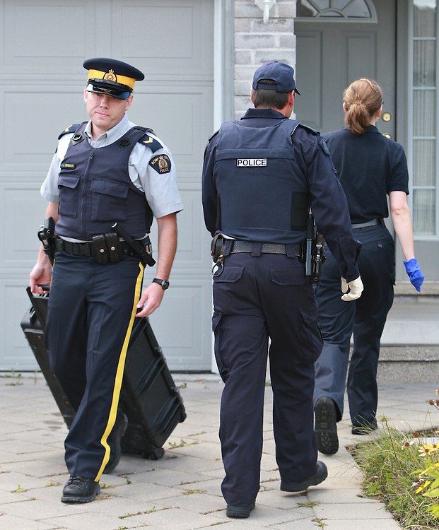 RCMP investigators remove evidence from a home in London, Ontario August 26, 2010 where they arrested a man in a Terrorism related investigation.(Photo by Dave Chidley)