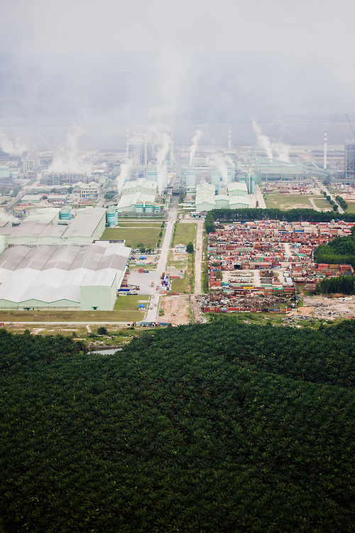 The Riau Andalan Pulp and Paper Company, the world's largest single chain pulp mill, is located outside  Pekambaru, Riau province on the island of Sumatra, Indonesia and is owned by the April Group, Aug. 28, 2008..Daniel Beltra/Greenpeace