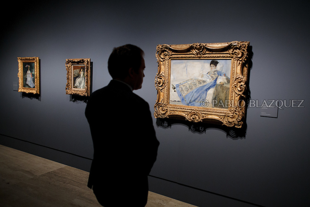 A member of the press looks at Pierre Auguste-Renoir's work 'Portrait of Madame Claude Monet', painted in 1874 and borrowed from the Museu Caloueste Gulbenkian, at the Museum Thyssen-Bornemisza on October 17, 2016 in Madrid, Spain. 'Renoir: Intimacy' features 78 works by French painter Renoir (1841-1919) borrowed from museums and collections from around the world and will be open to the public from October 18, 2016 to January 22, 2017 (© Pablo Blazquez)