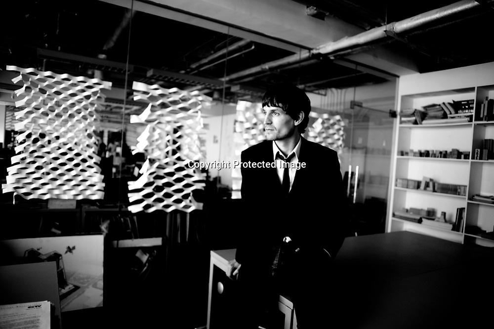 BEIJING, 21. APRIL 2007: Ole Scheren   in seinem Office in Beijing.