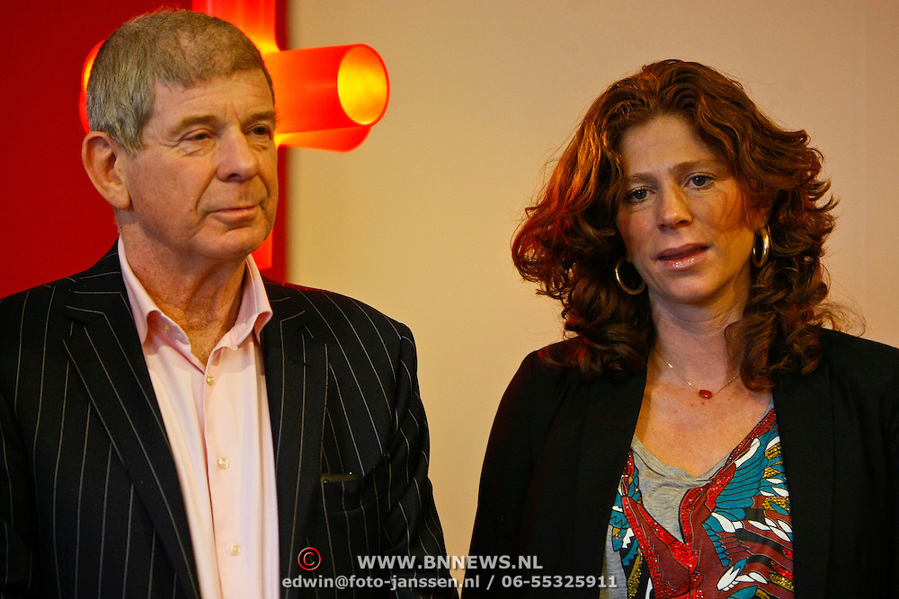 NLD/Hoofddorp/20101207 - Presentatie sportblad Helden nr.7, Frits Barend en dochter zwangere Barbara Barend