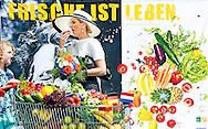 26-5-2014 - LEER  - Koningin Máxima bezoekt de stand van de campagne Frische ist Leben. De Koningin krijgt uitleg over de campagne door de heer Jochem Wolthuis initiatiefnemer van de campagne. Ze spreekt daarna met vertegenwoordigers van het Nederlandse en Duitse bedrijfsleven. Koning Willem Alexander  en Koningin Maxima brengen een tweedaags werkbezoek aan Nedersaksen en Noordrijn-Westfalen op maandag 26 en dinsdag 27 mei  2014.