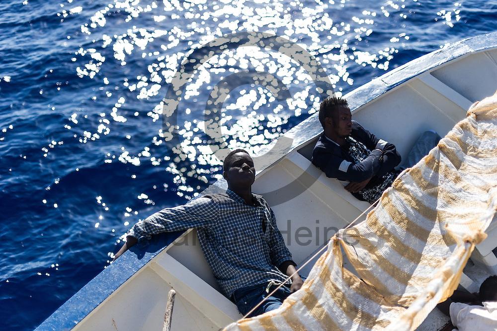 am 22.09.2016 auf dem Fluechtlingsrettungsboot Sea-Watch 2 an der Kueste vor Lampedusa, Italien. Foto: Markus Heine / heineimaging<br /> <br /> ------------------------------<br /> <br /> Veroeffentlichung nur mit Fotografennennung, sowie gegen Honorar und Belegexemplar.<br /> <br /> Publication only with photographers nomination and against payment and specimen copy.<br /> <br /> Bankverbindung:<br /> IBAN: DE65660908000004437497<br /> BIC CODE: GENODE61BBB<br /> Badische Beamten Bank Karlsruhe<br /> <br /> USt-IdNr: DE291853306<br /> <br /> Please note:<br /> All rights reserved! Don't publish without copyright!<br /> <br /> Stand: 09.2016<br /> <br /> ------------------------------